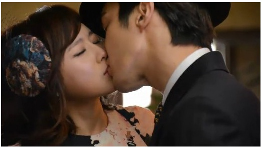 Super Junior's Siwon kisses Oh Ji Eun after eating garlic on The King Of Dramas